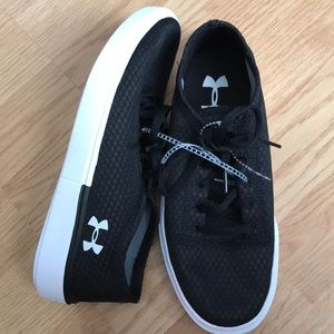 Under Armour new Boys tennis shoes size 4y